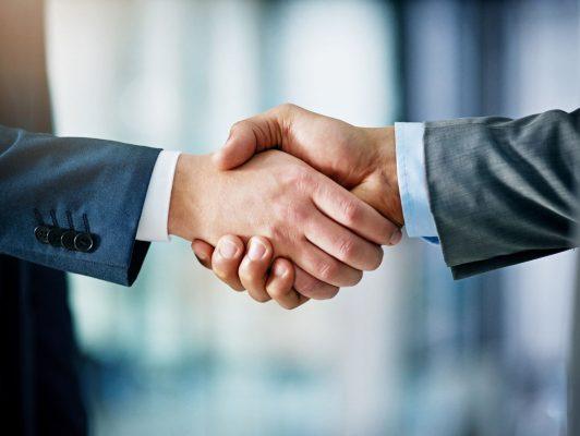 FUNECAP GROUPE Acquisition de sociétés poignées de main