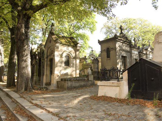 femmes compétences métier funéraire marbrerie cimetière sépultures