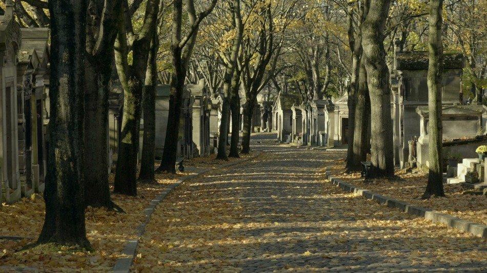 FUNECAP GROUPE Le cimetière du Père Lachaise allée