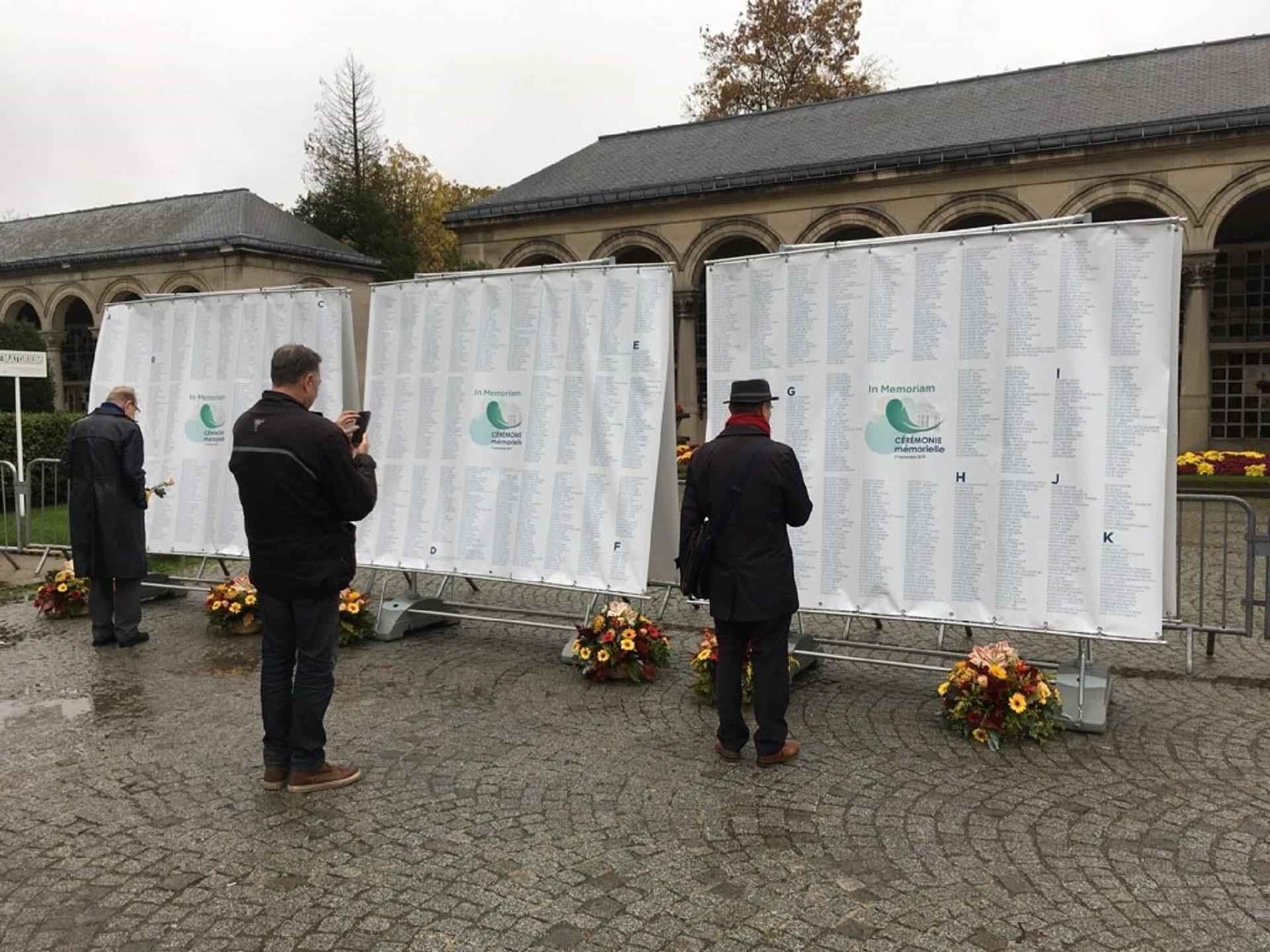 Photo des murs mémoriels du Père-Lachaise à l'occasion de la Journée du Souvenir